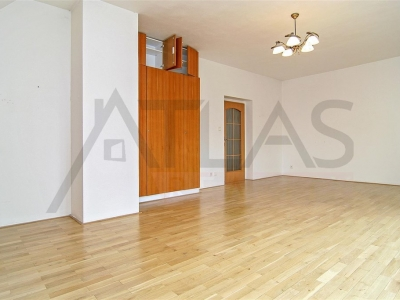 Rent of 5 BD family house Pruhonice south from Prague on highway to Brno
