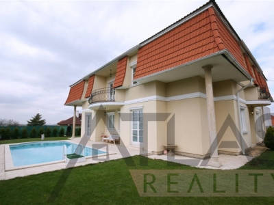 For Rent: Luxurious 4-bedroom family home (600m2.) with a swimming pool, Prague West - Průhonice