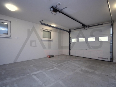 For Rent: Semi-detached 4-bedroom house, 217m2, Horoměřice