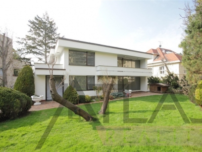 Beautiful 5-bedroom villa 240m2 for rent: Prague 4 - Podoli