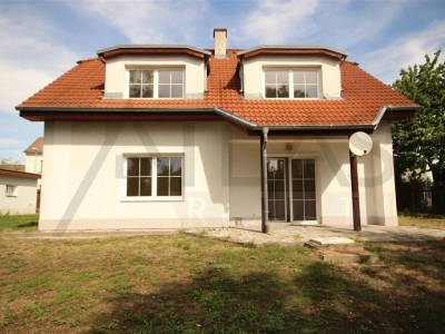 For Rent: 4-bedroom family house Praha 4 - Písnice