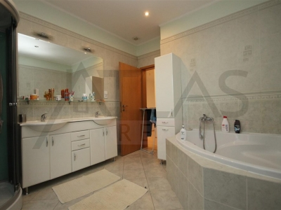 For Rent: Four bedroom house with swimming pool Praha 5 - Slivenec