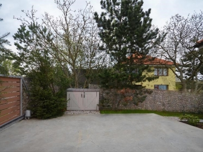 For Rent: 5 BD family house, 350 sqm Dolni Jircany