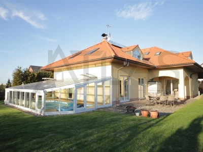 For Rent: Large, 5-bedroom villa, 350 sq m with indoor swimming pool Prague 4 - Hrnčíře