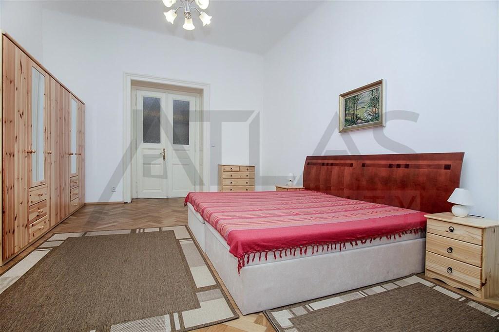 Pronájem zařízeného bytu 3+1, Praha 2 - Vinohrady, metro A Náměstí Míru
