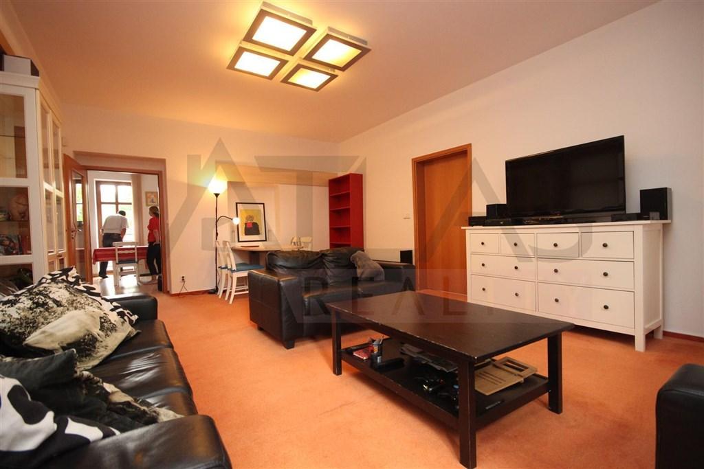 Pronájem zařízeného bytu ve vile 3+kk s parkováním na Praze 6 v Kulaťáku