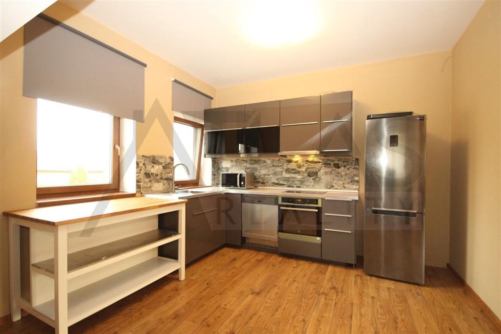 Eč: 8094 Pronájem částečně zařízeného bytu 5+kk, 190 m2 Velké Přílepy, ul. Haškova
